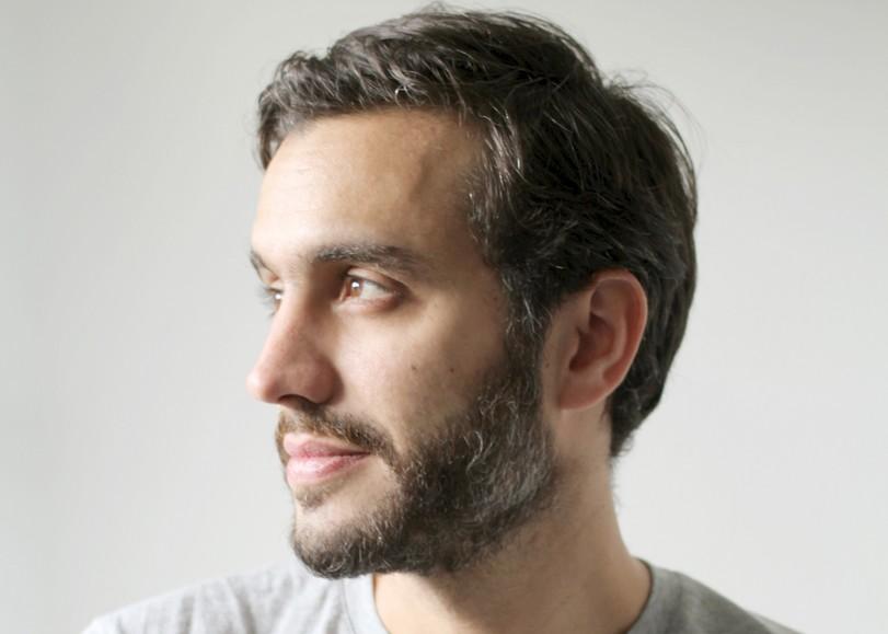 Portrait de profil de l'humoriste Laurent Sciamma