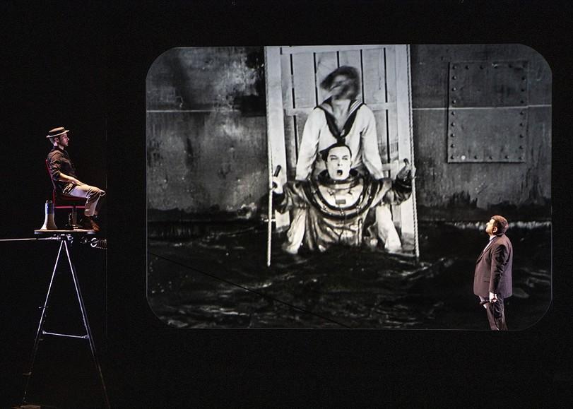 Image du cinéma-concert BUSTER de Mathieu Bauer autour des films de Buster Keaton au Moulin du Roc à Niort.