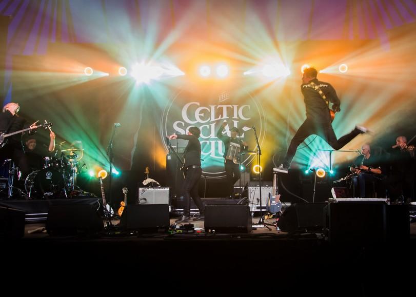 Image du concert de The Celtic Social Club en concert au Moulin du Roc à Niort pour leur album From Babylon to Avalon